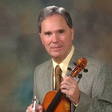 Photo of Séamus Connolly holding a violin