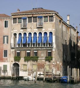 http://library.bc.edu/venetianart/plugins/Dropbox/files/Venice_Palazzo_Dona_della_Madonetta_01.jpg