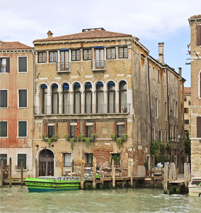 http://library.bc.edu/venetianart/plugins/Dropbox/files/Palazzo_Dona_della_Madoneta_(Venice).jpg