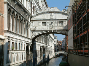 Venice,_Bridge_of_Sighs.jpg