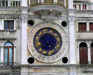 Venice_clocktower_in_Piazza_San_Marco_(torre_dell'orologio)_clockface.jpg
