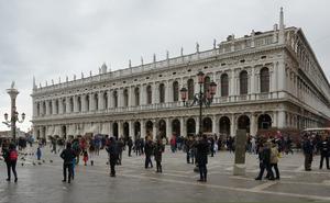 Rainy_day_in_Venice_Biblioteca_Marciana.jpg