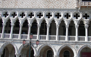http://library.bc.edu/venetianart/plugins/Dropbox/files/Doge's_Palace_exterior_6_(Venice).jpg