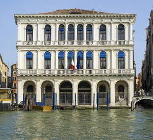 http://library.bc.edu/venetianart/plugins/Dropbox/files/Palazzo_Dolfin-Manin.jpg