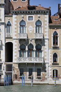 http://library.bc.edu/venetianart/plugins/Dropbox/files/Palazzo_Contarini_Fasan_Canal_Grande_Venezia.jpg